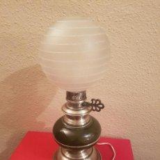 Vintage: ANTIGUA LAMPARA DE SOBREMESA TIPO QUINQUE CON PORCELANA Y METAL DECORACION VINTAGE RETRO. Lote 102549691