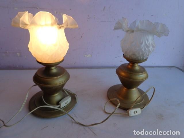 PAREJA DE 2 ANTIGAS LAMPARAS MESITA (AÑOS 60 RETRO VINTAGE) DE LATON, COMPLETAS Y FUNCIONANDO (Vintage - Lámparas, Apliques, Candelabros y Faroles)