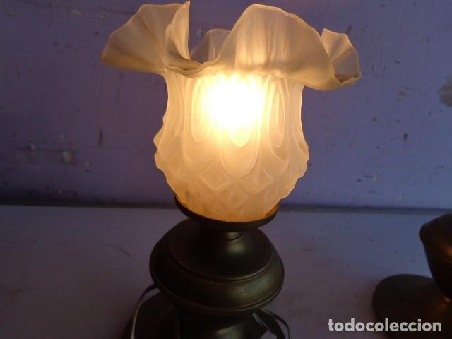 Vintage: PAREJA DE 2 ANTIGAS LAMPARAS MESITA (AÑOS 60 RETRO VINTAGE) DE LATON, COMPLETAS Y FUNCIONANDO - Foto 3 - 104670839