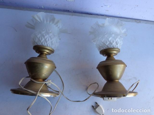 Vintage: PAREJA DE 2 ANTIGAS LAMPARAS MESITA (AÑOS 60 RETRO VINTAGE) DE LATON, COMPLETAS Y FUNCIONANDO - Foto 4 - 104670839