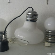 Vintage: PRECIOSO CONJUNTO LAMPARA ANTIGUA DE MESA Y TECHO DE METAL CROMADO Y OPALINA BLANCA VINTAGE AÑOS 70. Lote 105102610
