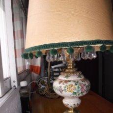 Vintage: LAMPARA DE METAL Y CERAMICA PARA MESA ESCRITORIO O MESITA DE NOCHE. ANTIGUA. Lote 105508931