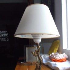 Vintage: LAMPARA DE METAL PARA MESA ESCRITORIO O MESITA DE NOCHE. ANTIGUA. Lote 105510691