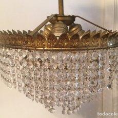 Vintage: LAMPARA DE TECHO VINTAGE DE METAL DORADO Y CRISTALES. Lote 105657812