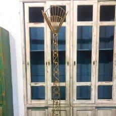 Vintage: LÁMPARA DE PIÉ DORADA, RETRO VINTAGE. Lote 108891715