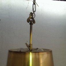 Vintage: EXCEPCIONAL LAMPARA CON PANTALLA BRONCE LATON, TIPO CANDELABRO CON PANTALLA, AUTENTICA VINTAGE. Lote 109103831