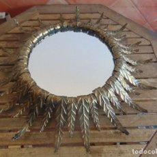 Vintage: LAMPARA DE TECHO O PARED CON HOJAS DE METAL DORADO VALIDO PARA ESPEJO SOL. Lote 109370207