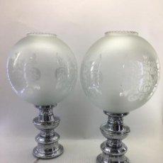 Vintage: LAMPARAS DE SOBRE MESA - AÑOS 60-70 - TULIPA DE CRISTAL Y PIE METÁLICO - 45 CM. DE ALTURA. Lote 113864843