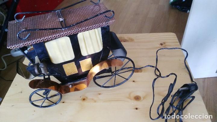 Vintage: diligencia- carruaje - lampara -iluminada a corriente - Foto 2 - 114701211
