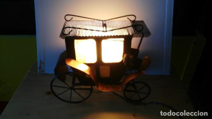 Vintage: diligencia- carruaje - lampara -iluminada a corriente - Foto 9 - 114701211