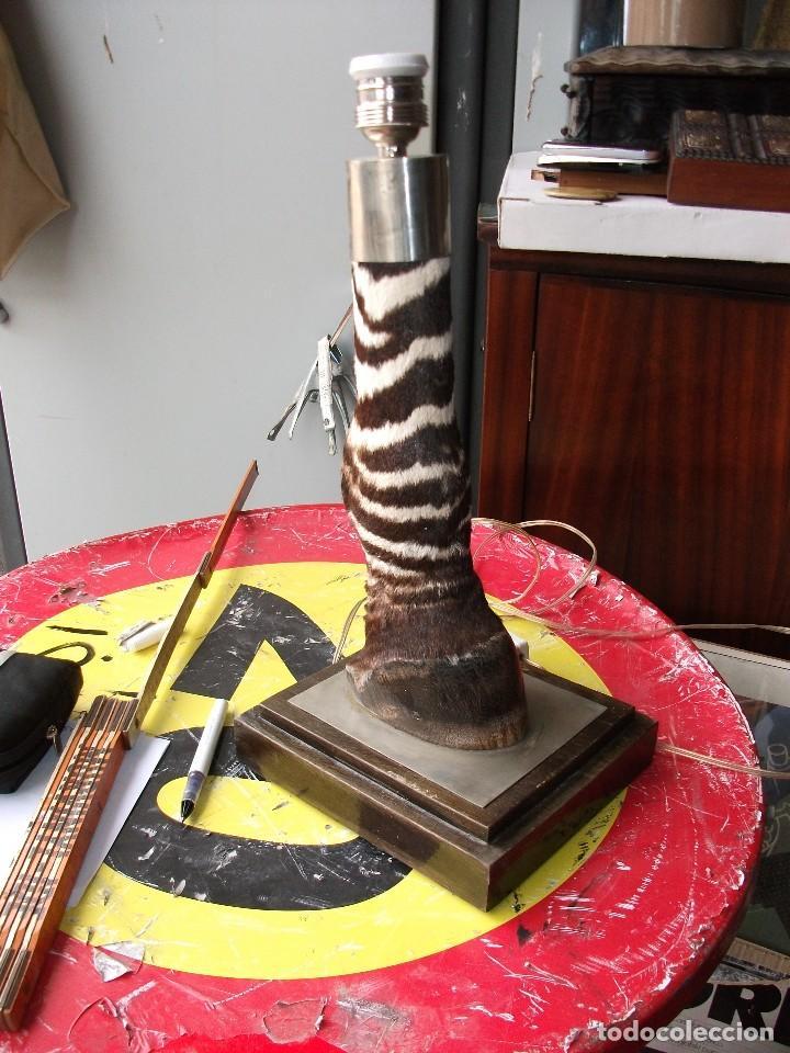 LAMPARA DE MESA CEBRA PEANA 20 X 17 CM. ALTURA 41 CM. (Vintage - Lámparas, Apliques, Candelabros y Faroles)