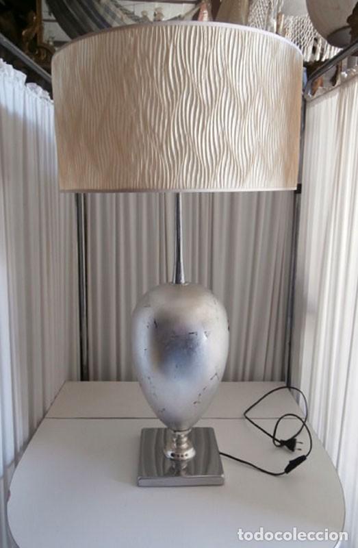 ESPECTACULAR LAMPARA MODERNA DE SOBREMESA EXCLUSIVO DISEÑO CON BASE METÁLICA (Vintage - Lámparas, Apliques, Candelabros y Faroles)