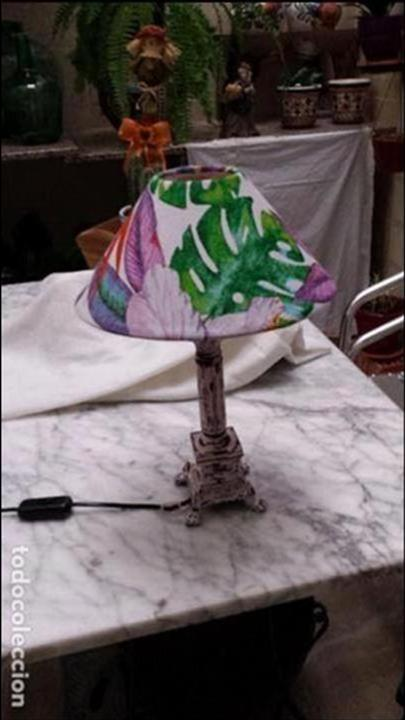 LAMPARA DE MESA CON PANTALLA MUY MODERNA (Vintage - Lámparas, Apliques, Candelabros y Faroles)