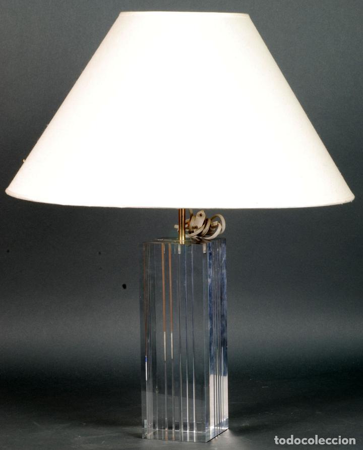 LAMPARA DE SOBREMESA CON PIE DE METACRILATO AÑOS 80 FUNCIONA (Vintage - Lámparas, Apliques, Candelabros y Faroles)