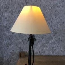 Vintage: LAMPARITA DE SOBREMESA METÁLICA. Lote 116345611