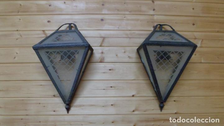 ORIGINALÍSIMA PAREJA DE APLIQUES DE PARED DE FORMA PIRAMIDAL (Vintage - Lámparas, Apliques, Candelabros y Faroles)