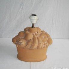 Vintage: LAMPARA DE MESA EN CERAMICA CON FORMA DE FRUTERO Y FRUTAS.. Lote 118594591