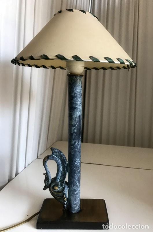 LAMPARA SOBREMESA RESINA DECORADA MAS PANTALLA BASE CON CABEZA DE CISNE (Vintage - Lámparas, Apliques, Candelabros y Faroles)