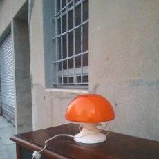 Vintage: LAMPARA MESA TULIPA ROJO SETA EN PLASTICO Y TULIPA CRISTAL - INDUSTRIAS QUIEL, S.A. VALENCIA AÑOS 60. Lote 122156011