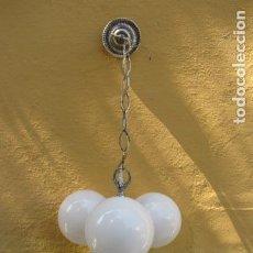 Vintage: LAMPARA DE GLOBOS BLANCOS. FUNCIONA. Lote 122593399