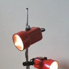 Vintage: LAMPARA DE PIE AJUSTABLE, DE METAL ROJO, FUNCIONANDO Y BUEN ESTADO (ALTURA MAXIMA 143CM APROX). Lote 122891943