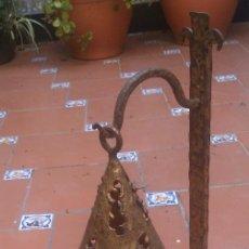 Vintage: ORIGINAL Y RARA LAMPARA CON FORMA CANDELABRO CON CAPUCHA DE BRONCE. Lote 125730355