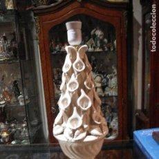 Vintage: LÁMPARA CERAMICA PORCELANA BLANCA FLORES SELLO EN BASE BONDIA - MANISES 46 CM. ALTURA. Lote 128035655