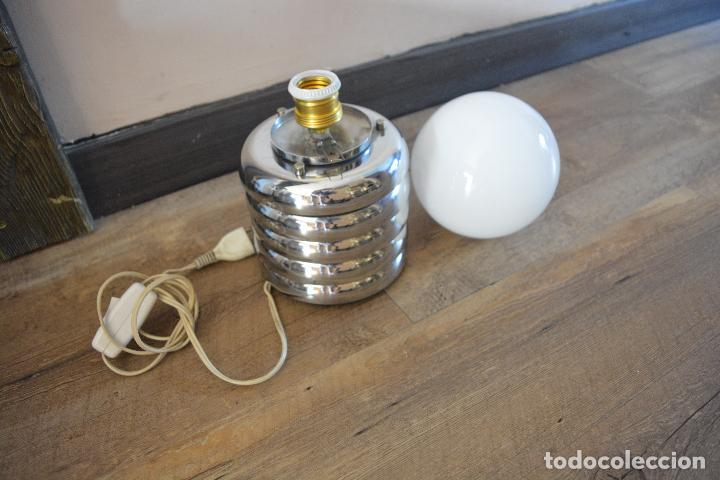 Vintage: Lampara Vintage Sobremesa Space Age Metal Cromado - Globo Opalina 70s - Foto 3 - 128373187