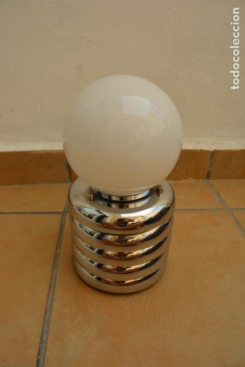 Vintage: Lampara Vintage Sobremesa Space Age Metal Cromado - Globo Opalina 70s - Foto 10 - 128373187