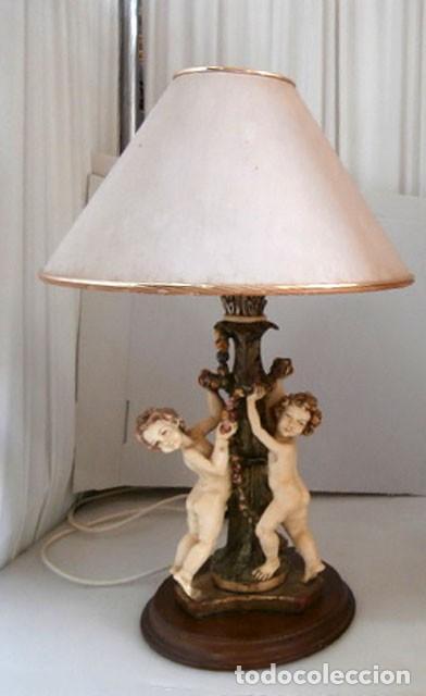 LAMPARA SOBREMESA CON CUERPO DE RESINA EN FORMA DE ANGEL, BASE DE MADERA MAS TULIPA (Vintage - Lámparas, Apliques, Candelabros y Faroles)