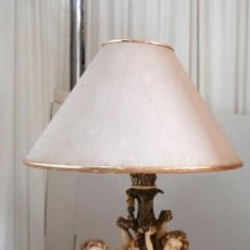 Vintage: LAMPARA SOBREMESA CON CUERPO DE RESINA EN FORMA DE ANGEL, BASE DE MADERA MAS TULIPA . Lote 128698471