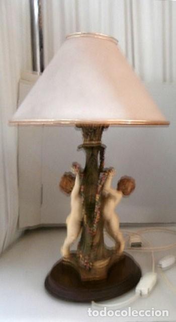 Vintage: LAMPARA SOBREMESA CON CUERPO DE RESINA EN FORMA DE ANGEL, BASE DE MADERA MAS TULIPA - Foto 2 - 128698471