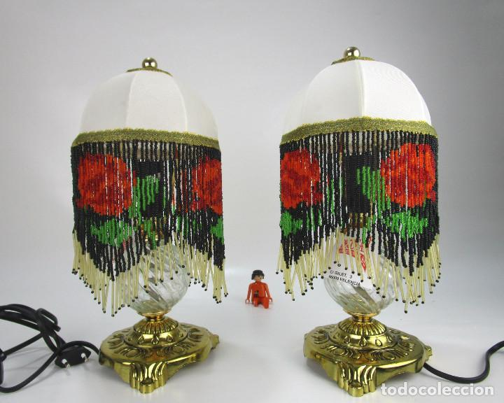 LAMPARAS MESITA VINTAGE METAL DORADO Y CUENTAS FLECOS CRISTAL FORMANDO ROSAS , SIN USO (Vintage - Lámparas, Apliques, Candelabros y Faroles)