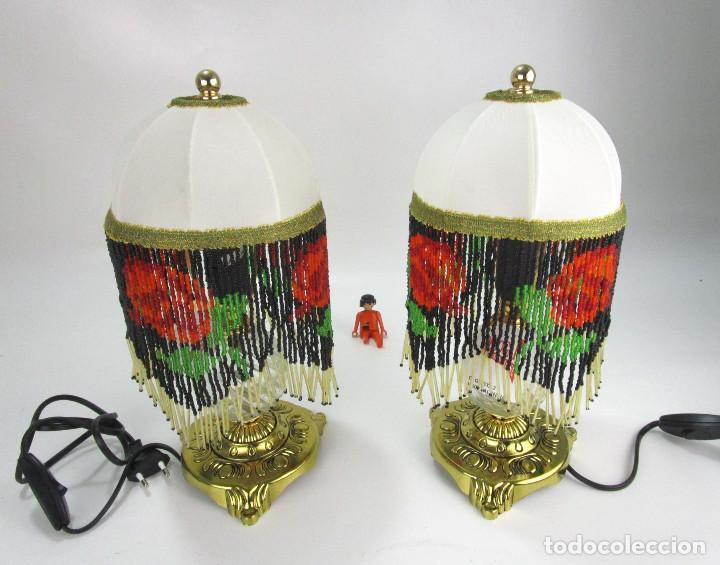 Vintage: LAMPARAS MESITA VINTAGE METAL DORADO Y CUENTAS FLECOS CRISTAL FORMANDO ROSAS , SIN USO - Foto 2 - 131128572