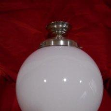 Vintage: LAMPARA DE TECHO EN METAL CROMADO CON GLOBO BLANCO DE CRISTAL. Lote 130562110
