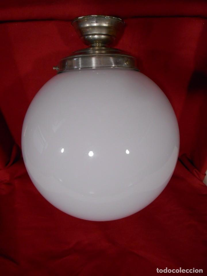 Vintage: LAMPARA DE TECHO EN METAL CROMADO CON GLOBO BLANCO DE CRISTAL - Foto 3 - 130562110