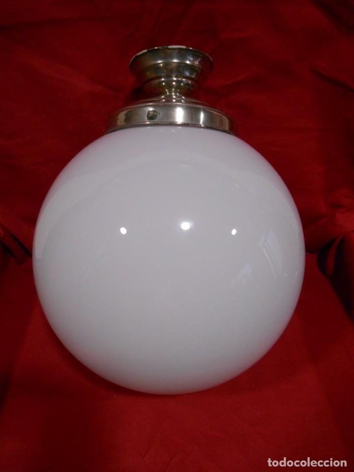 Vintage: LAMPARA DE TECHO EN METAL CROMADO CON GLOBO BLANCO DE CRISTAL - Foto 6 - 130562110