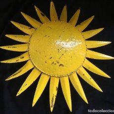 Vintage: MAGNIFICO APLIQUE LAMPARA EN FORMA DE SOL, METALICO, FORJA EN FRIO. MUY CURIOSO. Lote 131898498