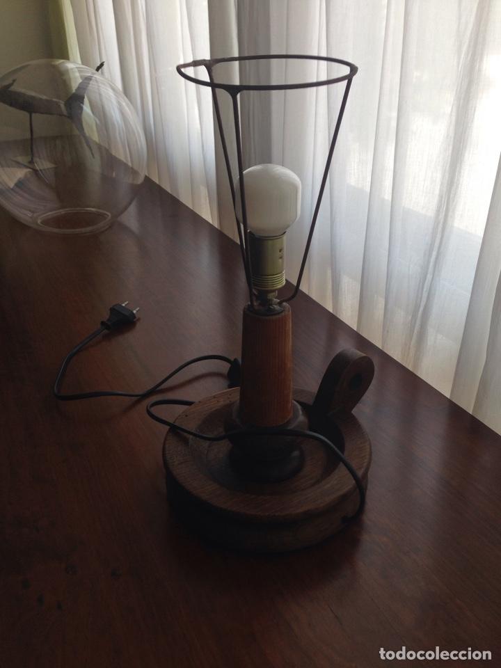 Vintage: Lámpara de mesa de madera con forma de palmatoria - Foto 3 - 119322979