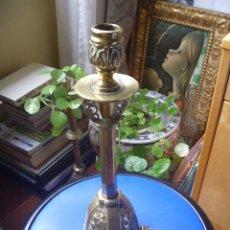 Vintage: CANDELABRO VELERO PATAS LEÓN PEQUEÑO HACHERO PRECIOSO LABRADO CHOLLO POSIBLE USO LAMPARA MESILLA. Lote 132133550