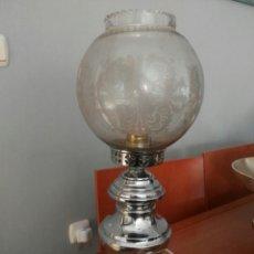Vintage: VINTAGE Y PRECIOSA LAMPARA DE SOBREMESA GRANDE METAL Y BASE DE MARMOL CON GLOBO DE DIBUJOS AL ACIDO.. Lote 137552705