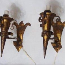 Vintage: PAREJA APLIQUE LAMPARA DE PARED ANTIGUOS DE FORJA A PAN DE ORO TIPO ESPEJO DE SOL VINTAGE AÑOS 60. Lote 139464756