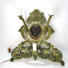 Vintage: MUY RARA GRAN LAMPARA APLIQUE DE PARED EN MADERA POLICROMADA GORILA CENTRAL. Lote 139920790