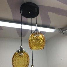 Vintage: LAMPARA DE TECHO CON 3 TULIPAS O PLAFONES DE VIDRIO O CRISTAL COLOR AMBAR. Lote 140180598