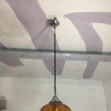 Vintage: LAMPARA DE TECHO DE UNA TULIPA DE VIDRIO O CRISTAL COLOR AMBAR. Lote 206148013