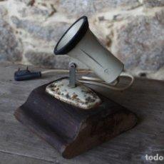 Vintage: FOCO DE SOBREMESA CON BASE DE MADERA. Lote 140343950