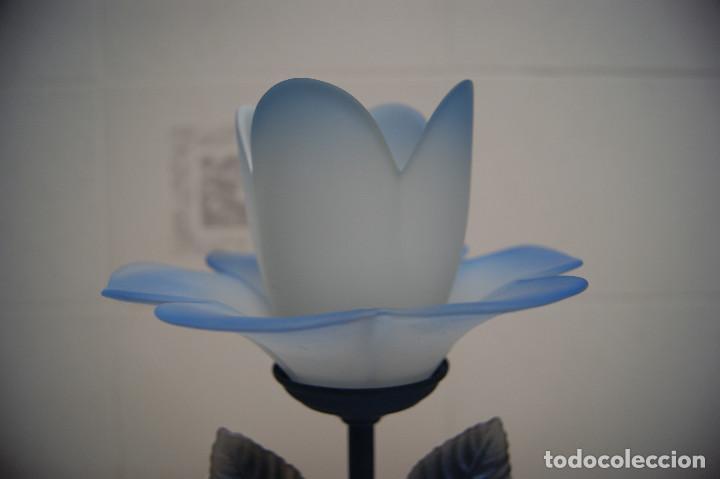 Vintage: lámpara sobremesa en azul y tulipa flor - Foto 2 - 140876530