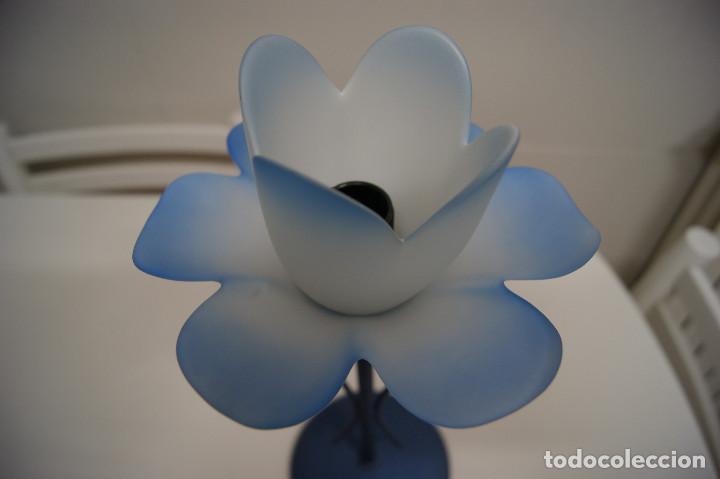Vintage: lámpara sobremesa en azul y tulipa flor - Foto 3 - 140876530