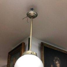 Vintage: LAMPARA AÑOS 60 CON TULIPA CRISTAL OPALINA - MEDIDA TOTAL 50 CM DE LARGO. Lote 141696414