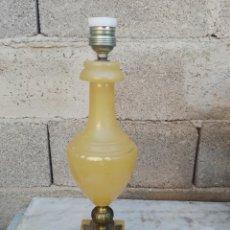 Vintage: LAMPARA DE SOBREMESA AMARILLA ALABASTRO DE SOBREMESA Y BRONCE. Lote 153834225